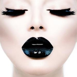 Model Black MakeUp Long Lushes