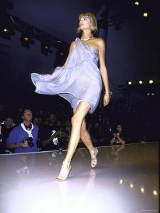 Model Linda Evangelista on the Runway