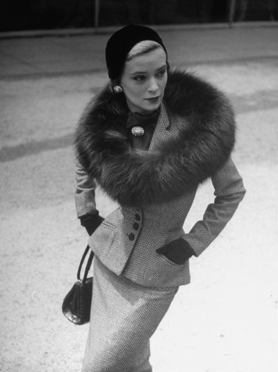 Model Wearing Tweed Suit, Fox Circle and Brooch-Nina Leen-Photographic Print