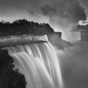 US Niagara Falls-1 by Moises Levy