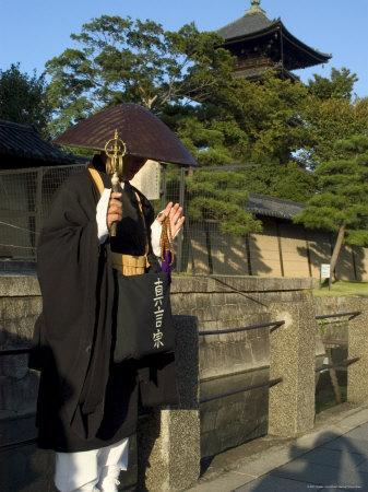 https://imgc.artprintimages.com/img/print/monk-at-toji-temple-kyoto-city-honshu-japan_u-l-p1ngpw0.jpg?p=0