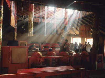 https://imgc.artprintimages.com/img/print/monks-reciting-prayers-in-the-bhuddist-monastery-in-muren_u-l-phtw1s0.jpg?p=0
