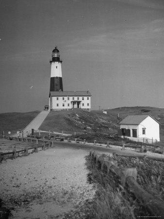 https://imgc.artprintimages.com/img/print/montauk-point-lighthouse_u-l-p3p9gh0.jpg?p=0