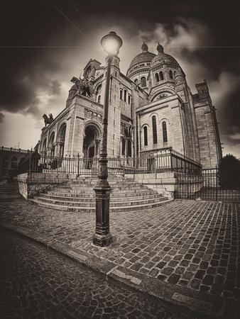 https://imgc.artprintimages.com/img/print/montemartre_u-l-q10pas00.jpg?p=0