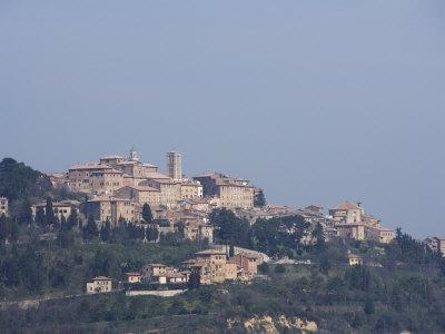 https://imgc.artprintimages.com/img/print/montepulciano-tuscany-italy_u-l-p1dv5k0.jpg?p=0