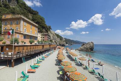 https://imgc.artprintimages.com/img/print/monterosso-al-mare-cinque-terre-unesco-world-heritage-site-liguria-italy-europe_u-l-pxxx3j0.jpg?p=0