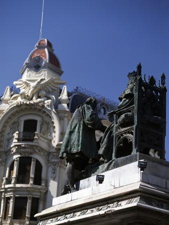 https://imgc.artprintimages.com/img/print/monument-dedicated-to-queen-isabella-catholic-and-christopher-columbus_u-l-puyozm0.jpg?p=0
