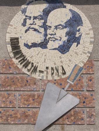 https://imgc.artprintimages.com/img/print/monument-to-marx-and-lenin-khojand-tajikistan-central-asia-asia_u-l-p9ffs20.jpg?p=0