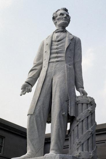 Monument to US President Abraham Lincoln--Giclee Print