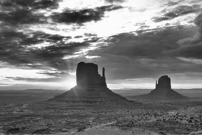 Monument Valley 03-Gordon Semmens-Photographic Print