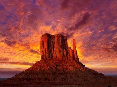 https://imgc.artprintimages.com/img/print/monument-valley-west-mitten-at-sunset-sky_u-l-q13f9sn0.jpg?p=0