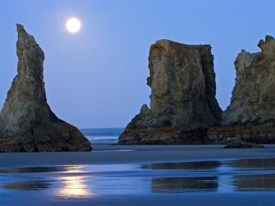 Moon Setting on Bandon Beach, Oregon, USA-Joe Restuccia III-Photographic Print