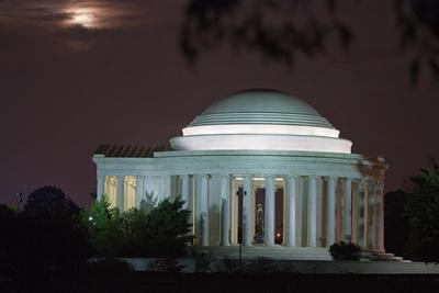 https://imgc.artprintimages.com/img/print/moonrise-over-the-jefferson-memorial-illuminated-at-night_u-l-pnckrd0.jpg?p=0