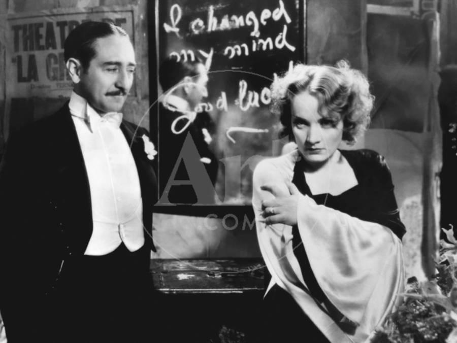 MOROCCO, 1930 directed by JOSEF VON STERNBERG Adolphe Menjou and Marlene  Dietrich (b/w photo) Photo by   Art com