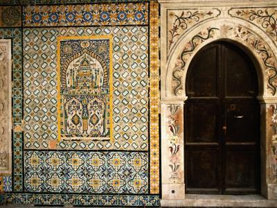 https://imgc.artprintimages.com/img/print/mosaics-and-the-entrance-door-to-gurgi-mosque-in-the-old-city_u-l-pxtq080.jpg?p=0
