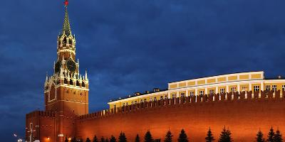 Moscow, Panorama, Kremlin, Erlšserturm (Saviour's Tower), Illuminated, in the Evening-Catharina Lux-Photographic Print