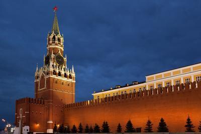 https://imgc.artprintimages.com/img/print/moscow-red-square-redeemer-tower-at-night_u-l-q11w5fk0.jpg?p=0