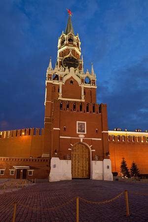 https://imgc.artprintimages.com/img/print/moscow-red-square-redeemer-tower-at-night_u-l-q11w5gx0.jpg?p=0