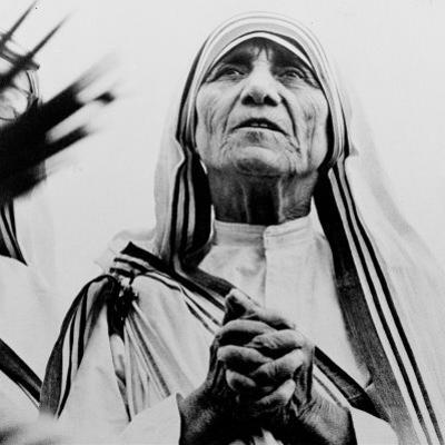 Mother Teresa of Calcutta Prays During a Religious Service
