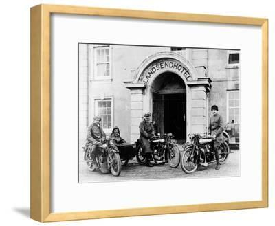 Motorcyclists with Mk1 Brough Superiors Outside the Land's End Hotel, Cornwall, 1921