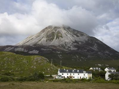 Mount Errigal and Dunlewy Village, County Donegal, Ulster, Republic of Ireland, Europe-Richard Cummins-Photographic Print