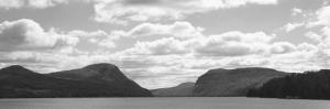 Mountain Range along Lake Willoughby, Vermont, USA