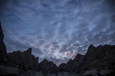 https://imgc.artprintimages.com/img/print/mountains-under-a-dramatic-cloud-filled-sky-at-sunset_u-l-pswy5a0.jpg?p=0