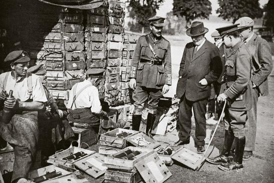 Mr Asquith watching men adjusting fuses, Somme campaign, France, World War I, 1916-Unknown-Photographic Print