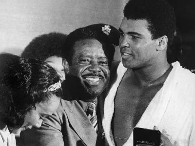 Muhammad Ali Appears with Civil Rights Activists, Ralph Abernathy and Coretta Scott King-Robert Johnson-Photographic Print