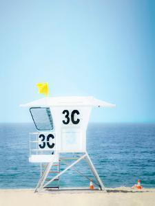 3C Lifeguard Hut by Murray Bolesta