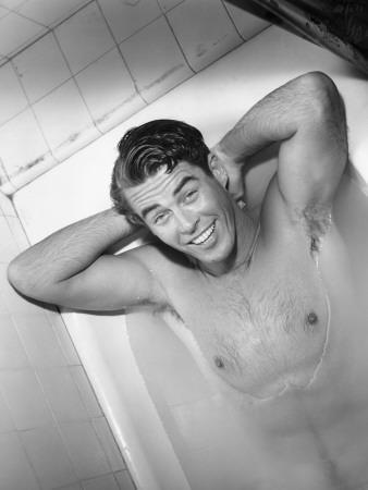 https://imgc.artprintimages.com/img/print/naked-man-lying-in-bathtub_u-l-q10bugu0.jpg?p=0