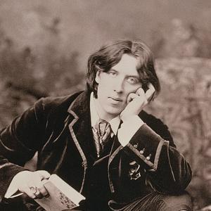 Portrait of Oscar Wilde (1854-1900), 1882 (B/W Photo) (Detail of 87436) by Napoleon Sarony