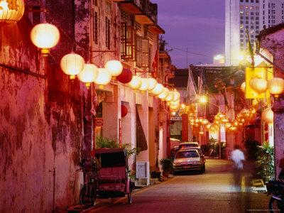 https://imgc.artprintimages.com/img/print/narrow-street-in-chinatown-decorated-with-lanterns-melaka-malaysia_u-l-pxtixr0.jpg?p=0