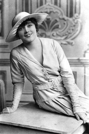 https://imgc.artprintimages.com/img/print/nellie-taylor-actress-1900s_u-l-ptte830.jpg?p=0