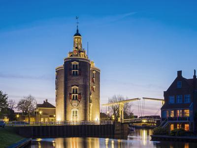 https://imgc.artprintimages.com/img/print/netherlands-north-holland-enkhuizen-drommedaris-tower-historic-former-city-gate-at-the-entrance_u-l-q1bptnx0.jpg?p=0
