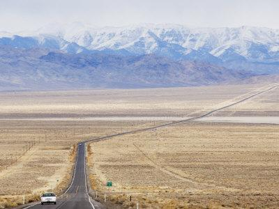 https://imgc.artprintimages.com/img/print/never-ending-straight-road-on-us-route-50-the-loneliest-road-in-america-nevada-usa_u-l-p7qwg40.jpg?p=0