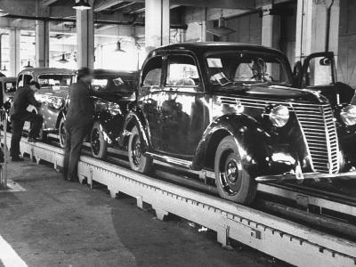 New Fiat Cars Sitting on the Assembly Line at the Fiat Auto Factory-Carl Mydans-Photographic Print