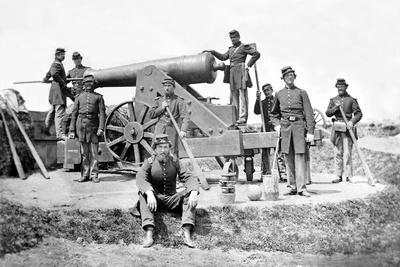 New York Artillerymen with a Heavy Gun in Fort Corcoran, Spring 1862--Photographic Print