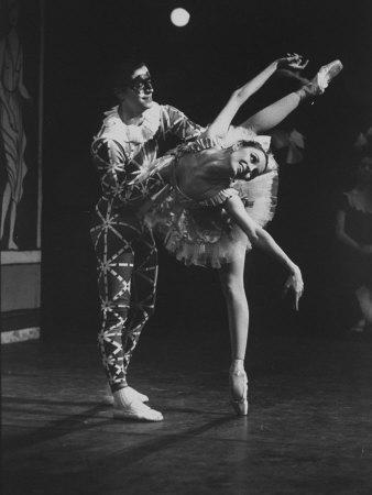 https://imgc.artprintimages.com/img/print/new-york-city-ballet-company-stars-edward-villella-and-patricia-mcbride-performing-harlequinade_u-l-p6yqvw0.jpg?p=0