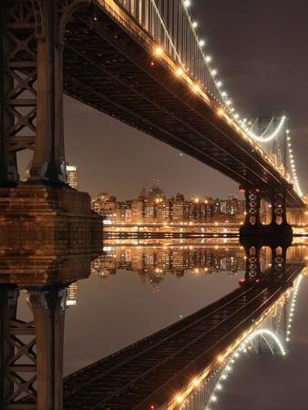 https://imgc.artprintimages.com/img/print/new-york-city-skyline-and-manhattan-bridge-at-night_u-l-q103ckb0.jpg?p=0