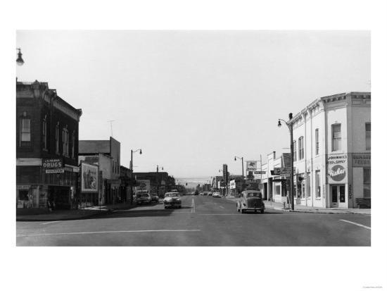 Newberg, Oregon Main Street View Photograph - Newberg, OR-Lantern Press-Art Print