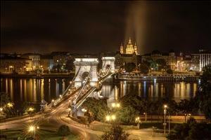 Budapest Chain Bridge traffic by Nick Jackson