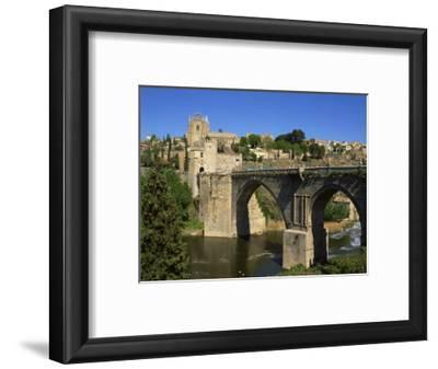 Old Gateway Bridge over the River and the City of Toledo, Castilla La Mancha, Spain, Europe