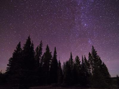 https://imgc.artprintimages.com/img/print/night-sky-over-bighorn-mountains_u-l-q10t2d90.jpg?artPerspective=n