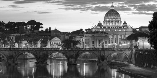 night-view-at-st-peter-s-cathedral-rome