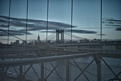 https://imgc.artprintimages.com/img/print/night-view-of-the-manhattan-bridge-the-empire-state-building-and-the-east-river_u-l-pokemn0.jpg?p=0