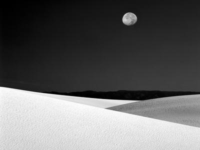 https://imgc.artprintimages.com/img/print/nighttime-with-full-moon-over-the-desert-white-sands-national-monument-new-mexico-usa_u-l-p25wp60.jpg?p=0