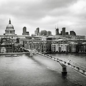 London Millenium Bridge by Nina Papiorek
