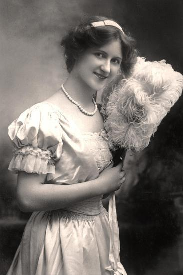 Nina Sevening, British Actress, Early 20th Century- Lemeilleur-Giclee Print