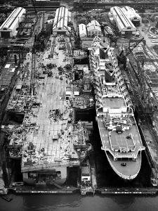 USS America (Aircraft Carrier : CV-66) and SS United States by NNSB